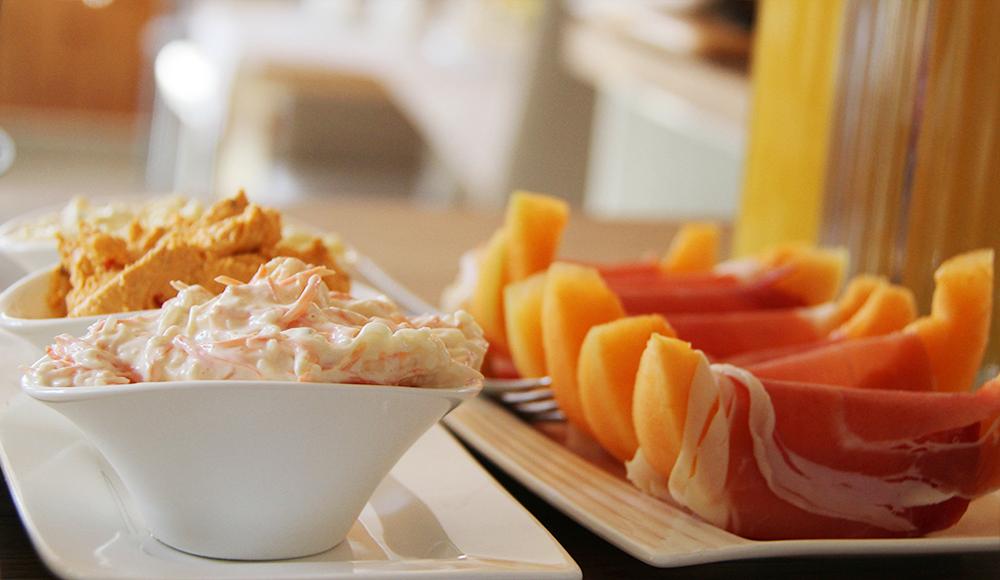 Aufstriche und Melone mit Rohschinken im Gästehaus Gerlinde