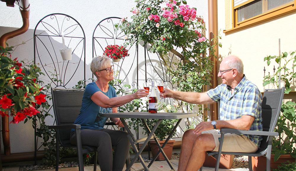 Rosenecke im Garten im Gästehaus Gerlinde
